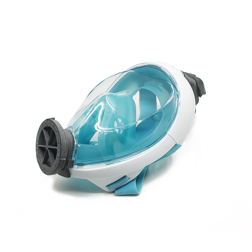 The Easybreath is the first snorkel mask released by Decathlon. This version is clearly recognizable by the closure of the snorkel at the back and the logo at the front.